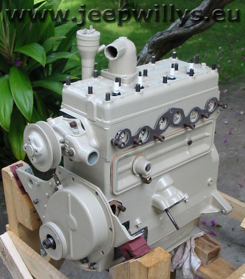 Bloc moteur en cours de remontage, vue 2