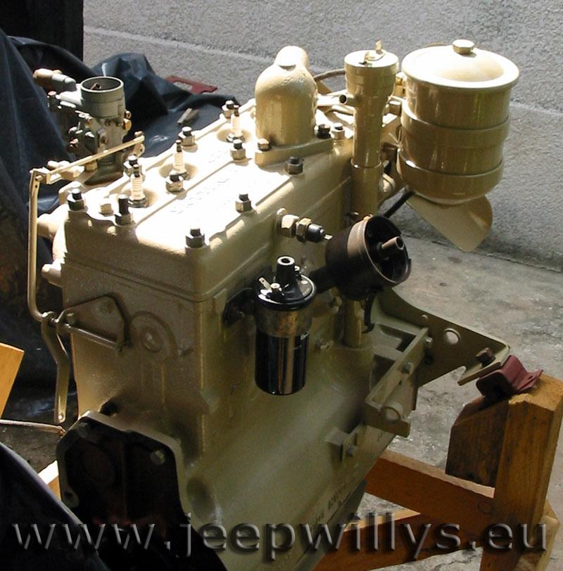 Bloc moteur en cours de remontage, vue 4