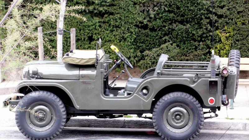 Jeep Willys M606A3 avec sa bache de parebrise